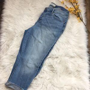 Torrid | Lt Wash Girlfriend Cropped Jeans | 16